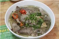 Ăn bánh canh Bến Có, đặc sản Trà Vinh tại Sài Gòn