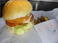 Burger tôm và khoai tây lắc
