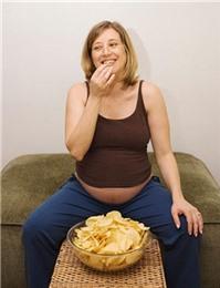 Con nhẹ cân vì mẹ ăn nhiều khoai tây chiên