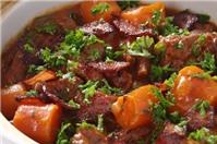 Cách làm món thịt bò hầm hấp dẫn bằng lò nướng