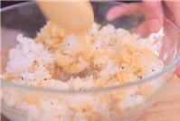 Bữa sáng nhanh gọn với cơm nắm ruốc, cá ngừ