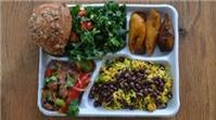 Bữa trưa giàu dinh dưỡng của học sinh Pháp