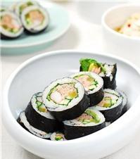 Cơm cuộn cá ngừ đầy hấp dẫn