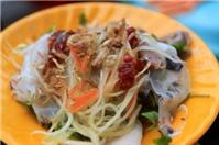 Thưởng thức bánh ướt xứ Huế