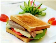 Bữa sáng với sandwich pa-tê gan ngỗng