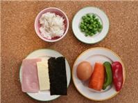 Trứng bọc cơm chiên hình gà cho bé lười ăn