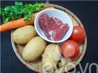 Thịt bò hầm khoai tây nóng hổi